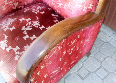 Walnut armchair. Art Deco.