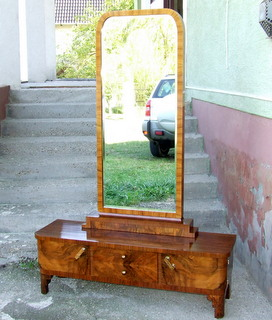 Art Deco walnut veneered dressing table.