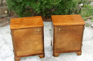 Stylish pair of Art Deco walnut bedsides cabinets. Click here for more details.