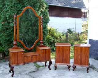 Wonderful Art Deco Palisander veneered dressing table. With matching bedside cabinets/nightstands. Click here for more details.